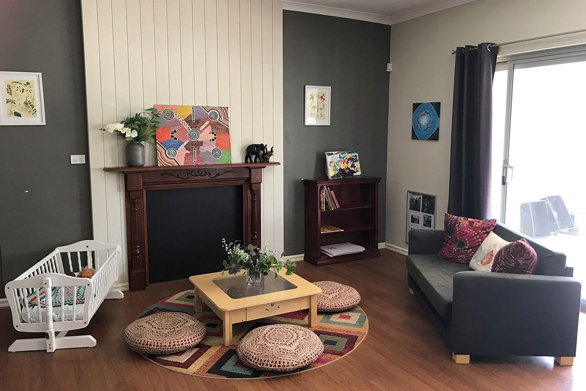 Keiki Hamersley fireplace and sitting area kindy